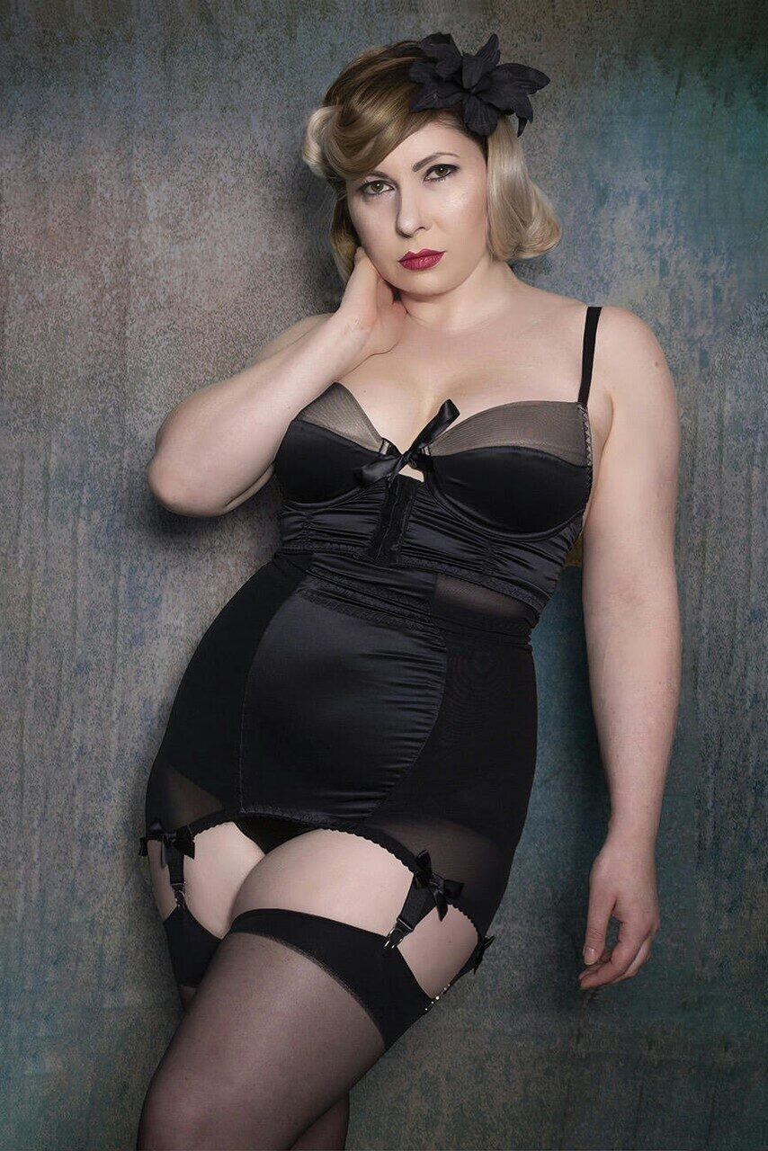 Пояс для чулок Steinem Vargas Girdle Black, Kiss me Deadly, UK